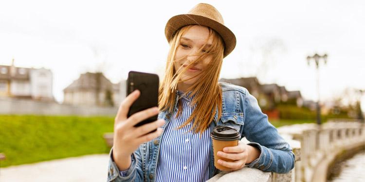 10 Smartphone Android Dengan Kamera Selfie Terbaik